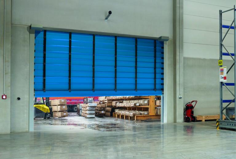 Firma Hörmann rozszerza ofertę bram przemysłowych Szybkobieżne bramy składane: elastyczne, bezpieczne, kolorowe