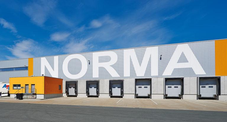 Efektywne gospodarowanie energią Przemysłowa brama segmentowa SPU 67 firmy Hörmann